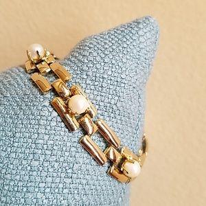 VINTAGE 3 PEARL *GRACEFULLY GORGEOUS*  Bracelet